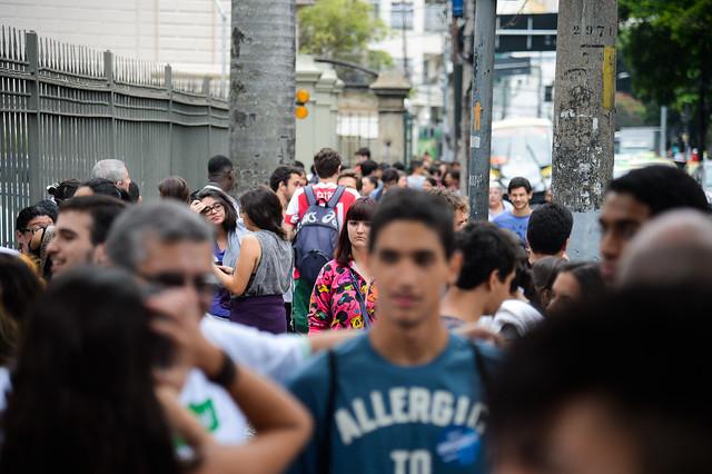 Estudantes do Enem saem às ruas para se manifestar contra o governo federal