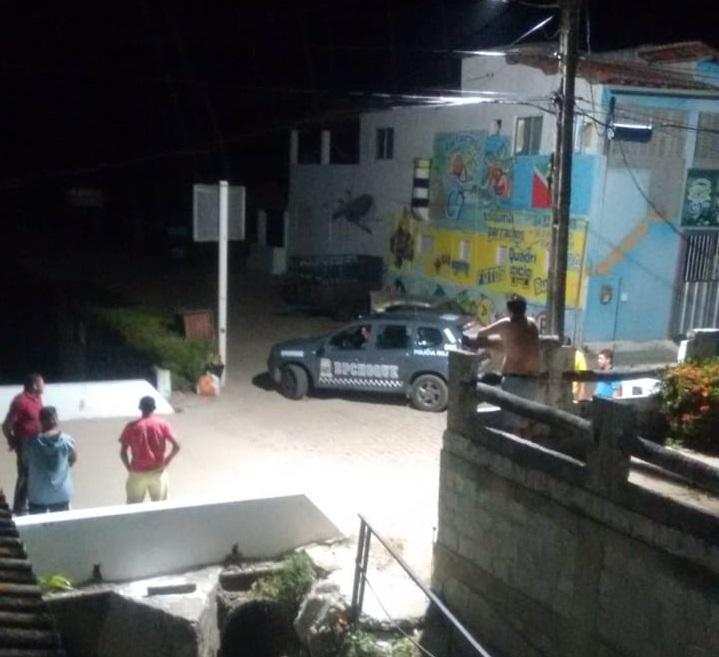 Bandidos fazem arrastão em pousada e levam pertences de hóspedes em praia do RN