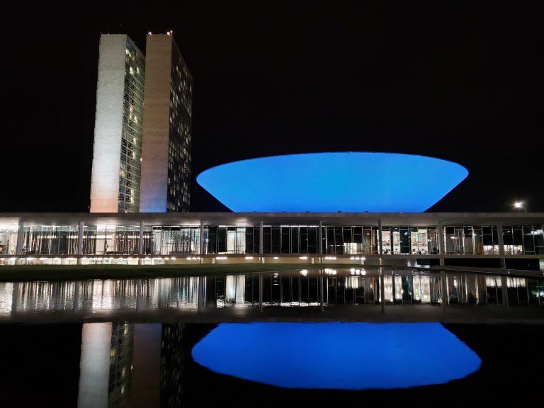 Câmara - azul - combate câncer