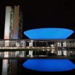 Câmara está iluminada de azul por campanha de combate ao câncer