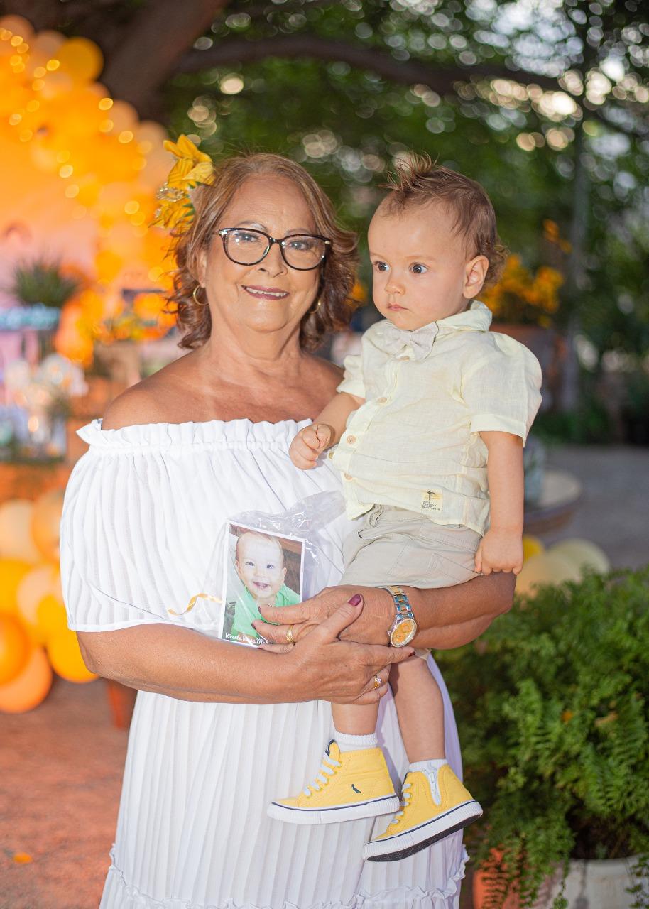 A titia toda orgulhosa de Vicente, Gildea Moraes, veio de Rondônia prestigiar o pequeno Vico.
