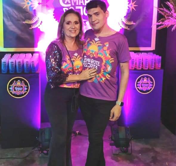 Quem também foi levar seu abraço e sua alegria ao camarote do Jota, foi a amiga Fatima Pinto.