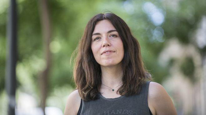 Desde os anos 90, quando descobriu a cena dos hackers em Madri, a jornalista espanhola Marta Peirano estuda a tecnologia de forma crítica. Foto BBC