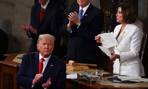 Deputada Nancy Pelosi rasga cópia do discurso do presidente Donald Trump Foto Facebook