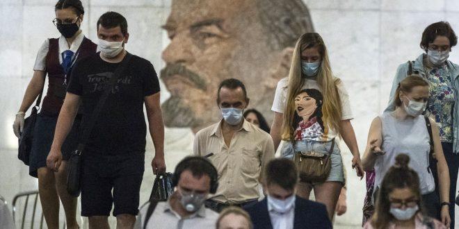 Moscou admite aumento na mortalidade por covid-19 que não aparece nos números oficiais russos