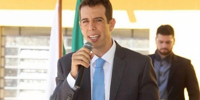 Bolsonaro diz que Feder está fora e retoma busca por novo ministro da Educação